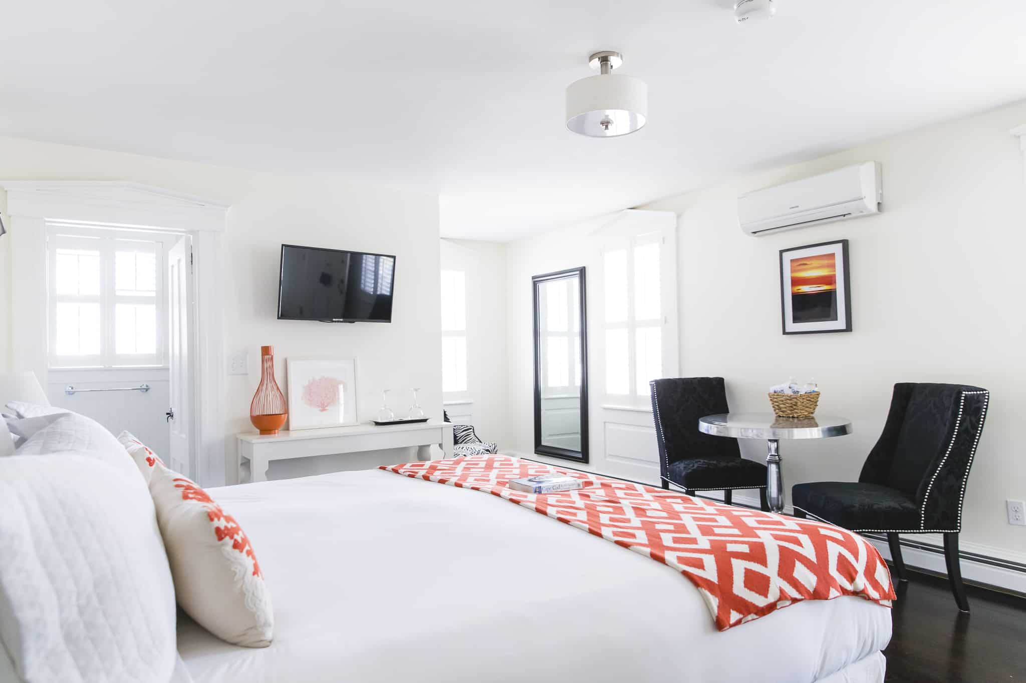 Deluxe room 2 the platinum pebble boutique inn for Luxury boutique bed and breakfast